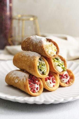 24 Desserts Girls Love The Best Of All Time - Italian Cannoli