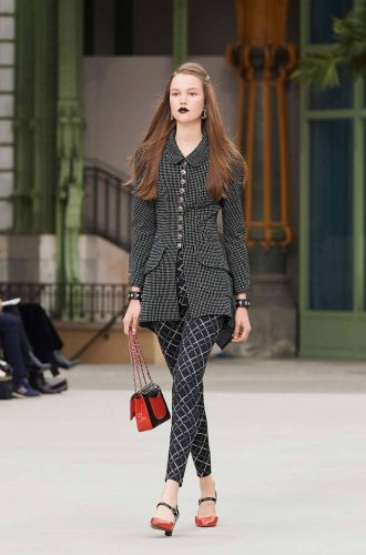 4 Classical Elements for Retro Style Outfits - Ever-changing Leggings